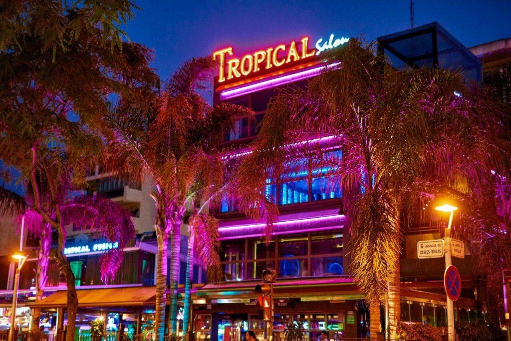 Tropical discotheek uitgaan in Salou